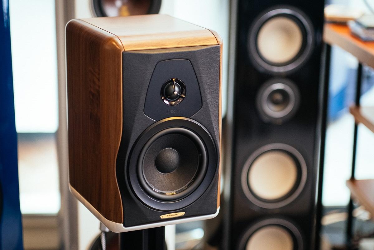 Iš kokių medžiagų yra gaminami skirtingų gamintojų garsiakalbiai?, Denon Store